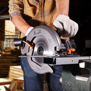 Safety instructions from a Circular Saw review and comparison