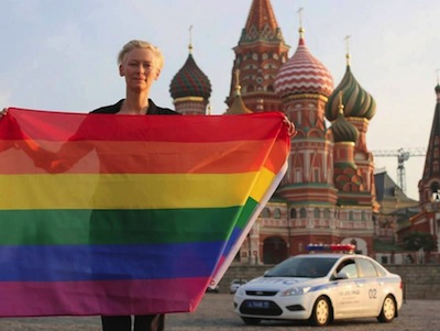 Tilda Swinton posed in front of the Kremlin with a rainbow flag