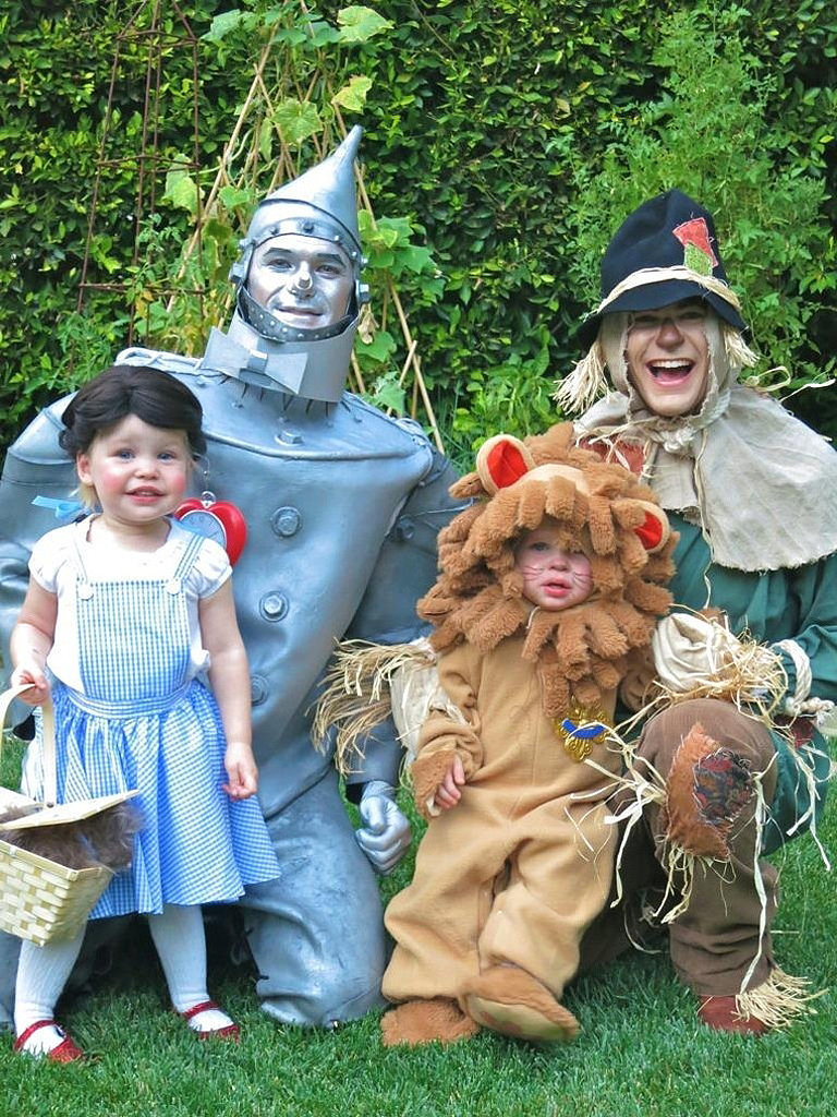Neil Patrick Harris wins Halloween with adorable family costumes ...