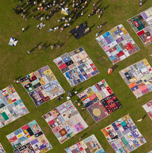 Photos: AIDS Memorial Quilt on display in New York City · PinkNews : new york city quilt - Adamdwight.com
