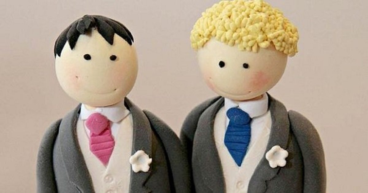 Gay-marriage-wedding-cake-couple