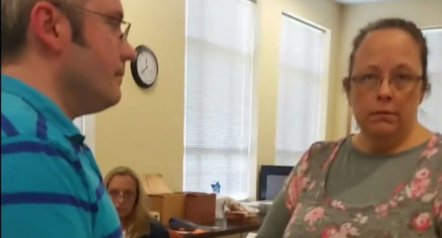 Kim Davis may face contempt charges