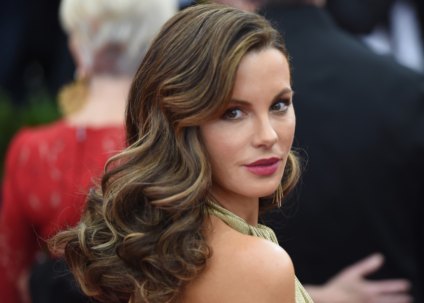 Kate Beckinsale arrives at the 2015 Metropolitan Museum of Art's Costume Institute Gala benefit in honor of the museums latest exhibit China: Through the Looking Glass May 4, 2015 in New York. AFP PHOTO / TIMOTHY A. CLARY (Photo credit should read TIMOTHY A. CLARY/AFP/Getty Images)