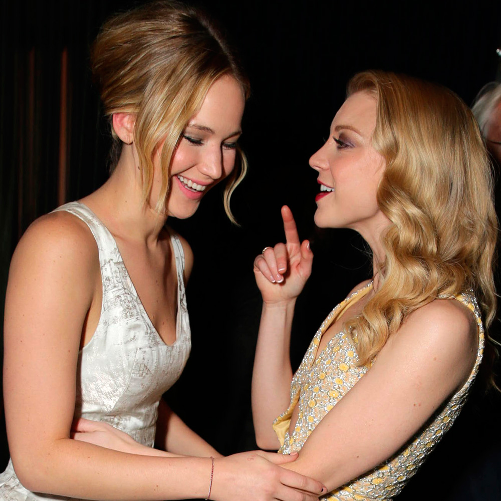 26 Viral News Stories That Would Break The Internet: Jennifer Lawrence Kisses A Girl