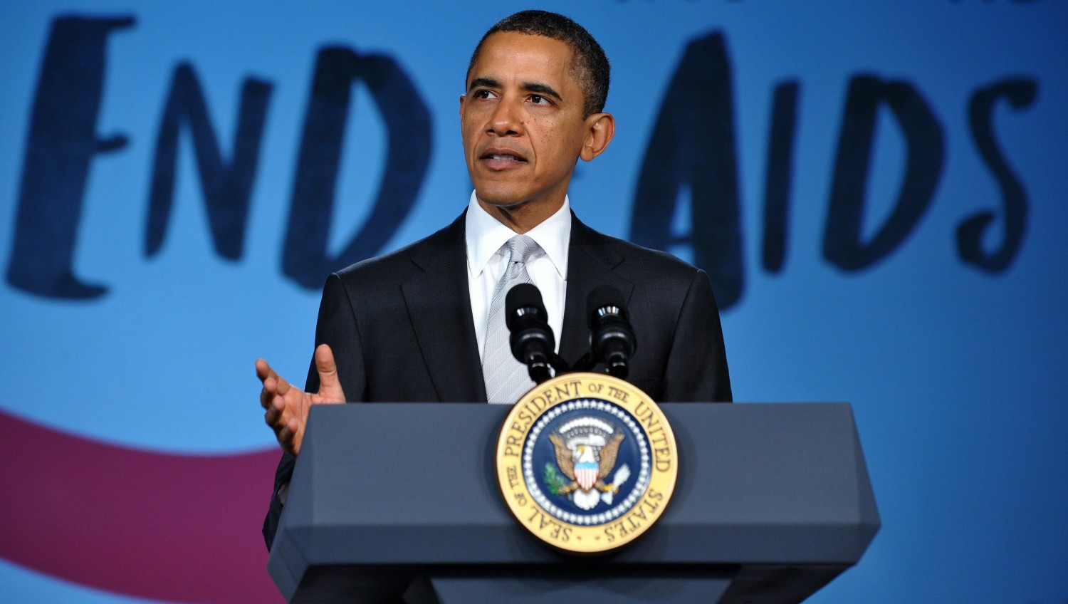 Roses are red, violets are blue, gays deserve full equality, Obama-cares about you (Photo by MANDEL NGAN/AFP/Getty Images