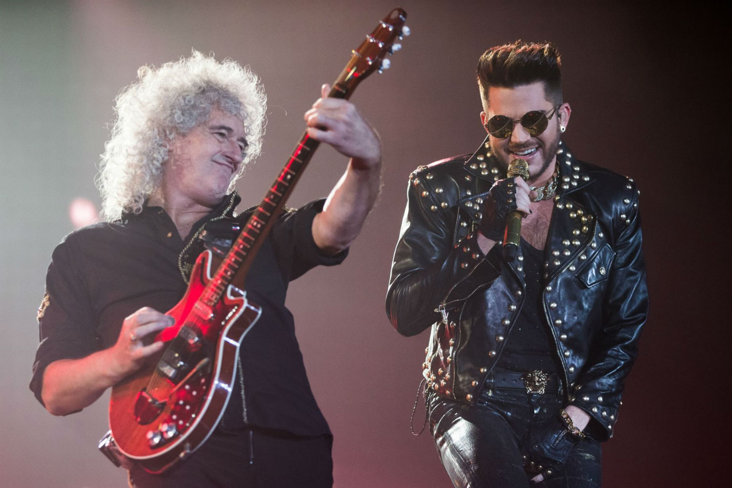 Adam Lambert With Queen : adam lambert hits back at 39 homophobic 39 petition as it gains 20 000 signatures pinknews pinknews ~ Vivirlamusica.com Haus und Dekorationen