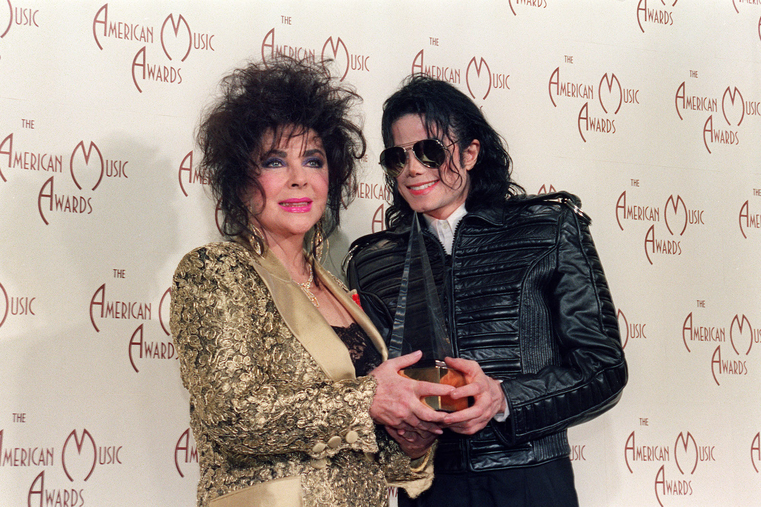 US Actress Elizabeth Taylor (L) with sin