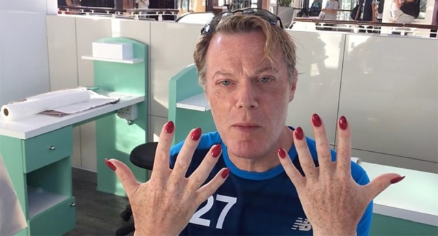 Eddie Izzard explained his ever-present nails