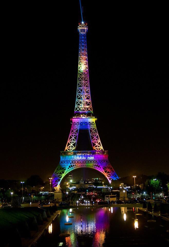Je suis orlando eiffel tower leads the world in rainbow for Dessin sur mur interieur