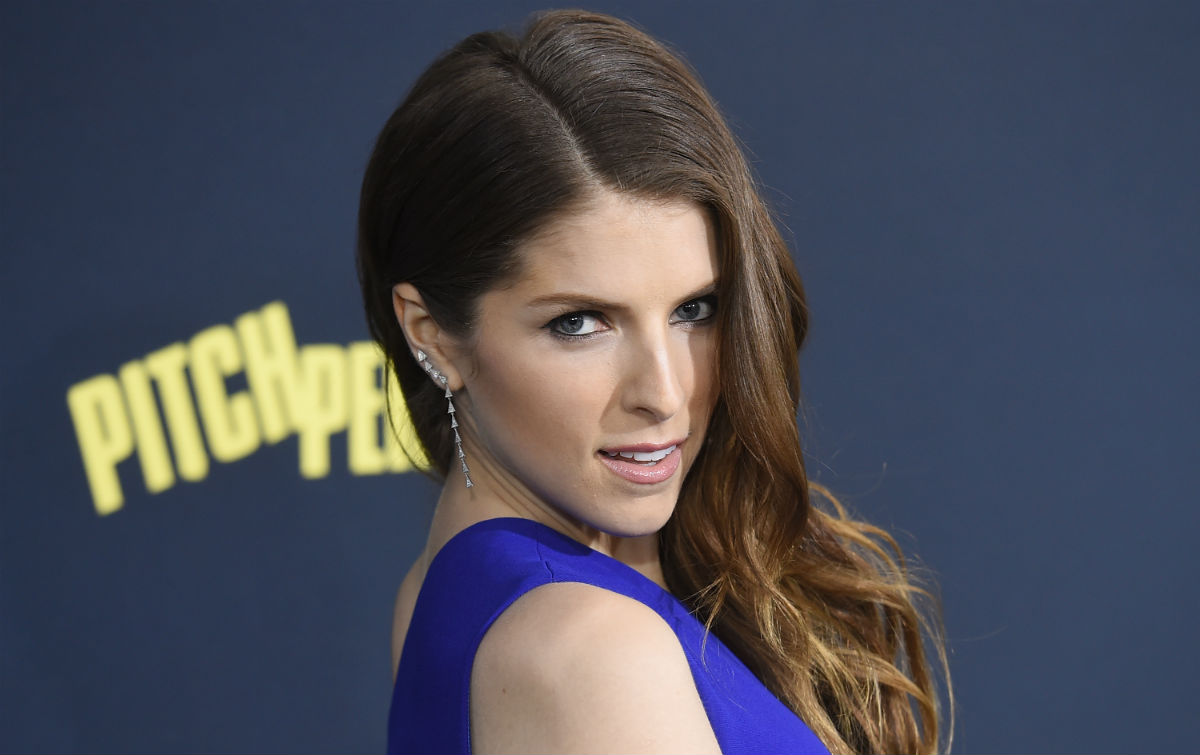 Anna kendrick wants a lesbian love scene in pitch perfect - Pitch perfect swimming pool scene ...