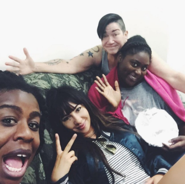 oitnb-cast-hanging-out-2