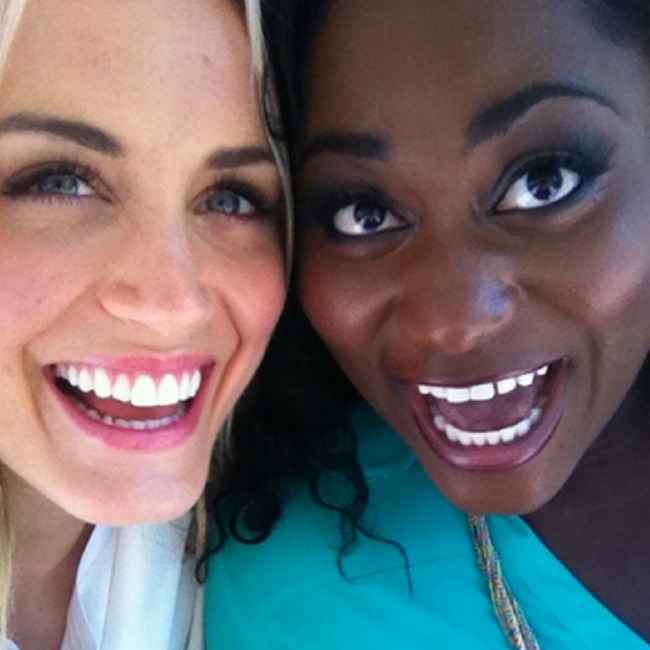 oitnb-cast-hanging-out-31