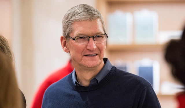 Tim Cook awarded for First Amendment protection