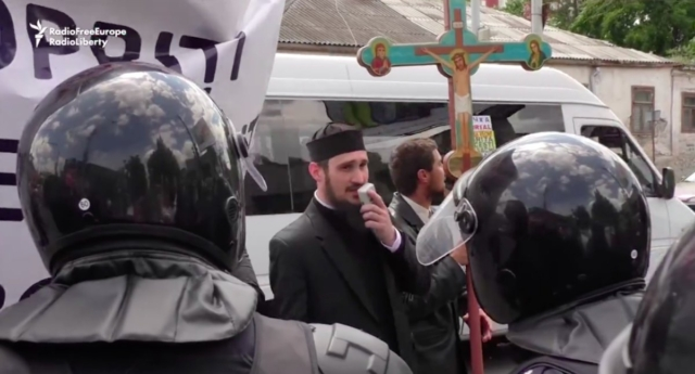 The anti-LGBT protest was led by orthodox priests (Photo: rferl)