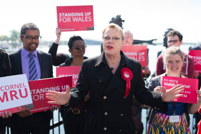 Eddie Izzard campaigns for Labour in Wales