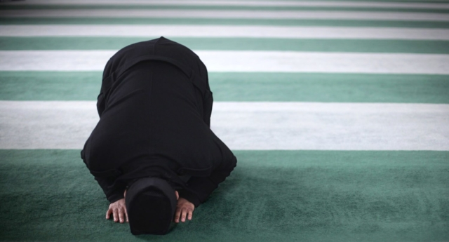 Muslim praying (Getty)