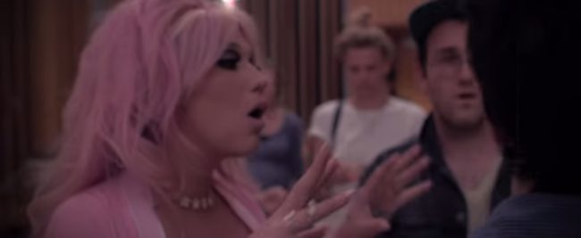Kesha warms up the band in the 'Rainbow' video