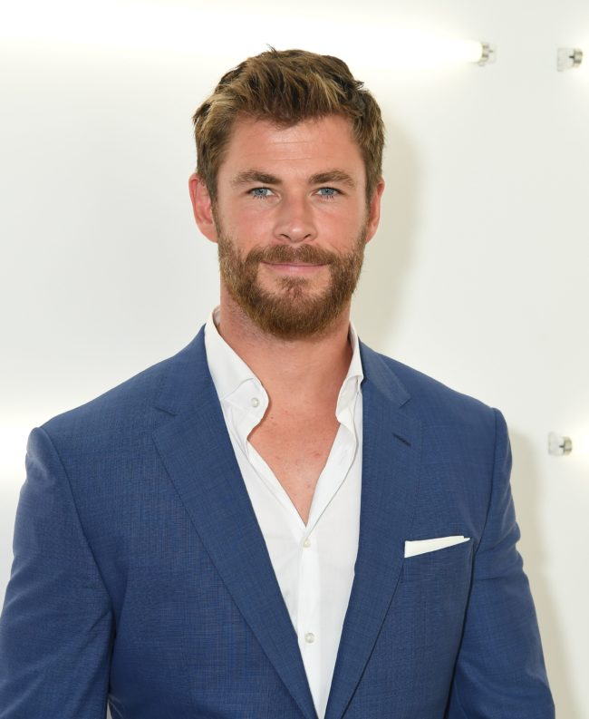 Actor Chris Hemsworth poses backstage at the BOSS Menswear SS18 show at Fulton Market Building on July 11, 2017 in New York City. / AFP PHOTO / ANGELA WEISS        (Photo credit should read ANGELA WEISS/AFP/Getty Images)