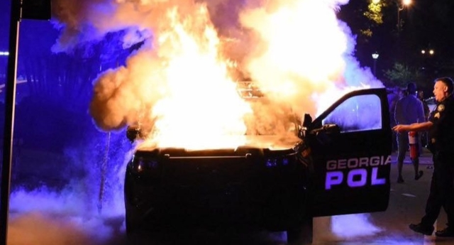 Clashes at US university after police kill student