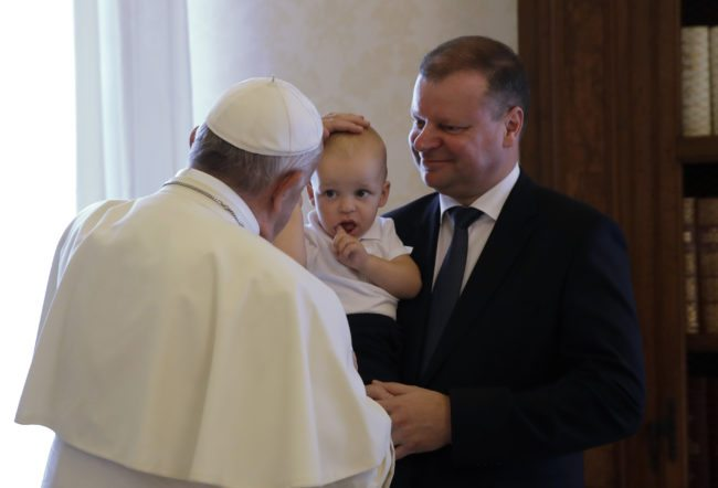 Pope Francis (L) caresses Tadas, carried by his father Prime Minister of Lithuania Saulius Skvernelis at the end of their private audience at the Vatican, on October 6, 2017. / AFP PHOTO / POOL / Alessandra Tarantino        (Photo credit should read ALESSANDRA TARANTINO/AFP/Getty Images)
