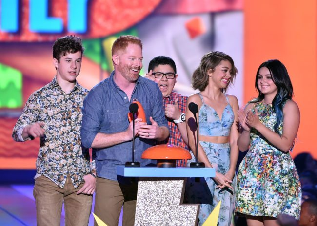 """INGLEWOOD, CA - MARCH 28:  (L-R) Actors Nolan Gould, Jesse Tyler Ferguson, Rico Rodriguez, Sarah Hyland and Ariel Winter accept the award for Favorite Family TV Show for """"Modern Family"""" onstage during Nickelodeon's 28th Annual Kids' Choice Awards held at The Forum on March 28, 2015 in Inglewood, California.  (Photo by Kevin Winter/Getty Images)"""