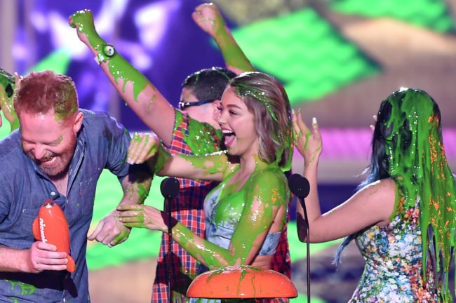 INGLEWOOD, CA - MARCH 28:  (L-R) Actors Jesse Tyler Ferguson, Rico Rodriguez, Sarah Hyland and Ariel Winter get slimed as they accept award for Favorite Family TV Show for Modern Family onstage during Nickelodeon's 28th Annual Kids' Choice Awards held at The Forum on March 28, 2015 in Inglewood, California.  (Photo by Kevin Winter/Getty Images)