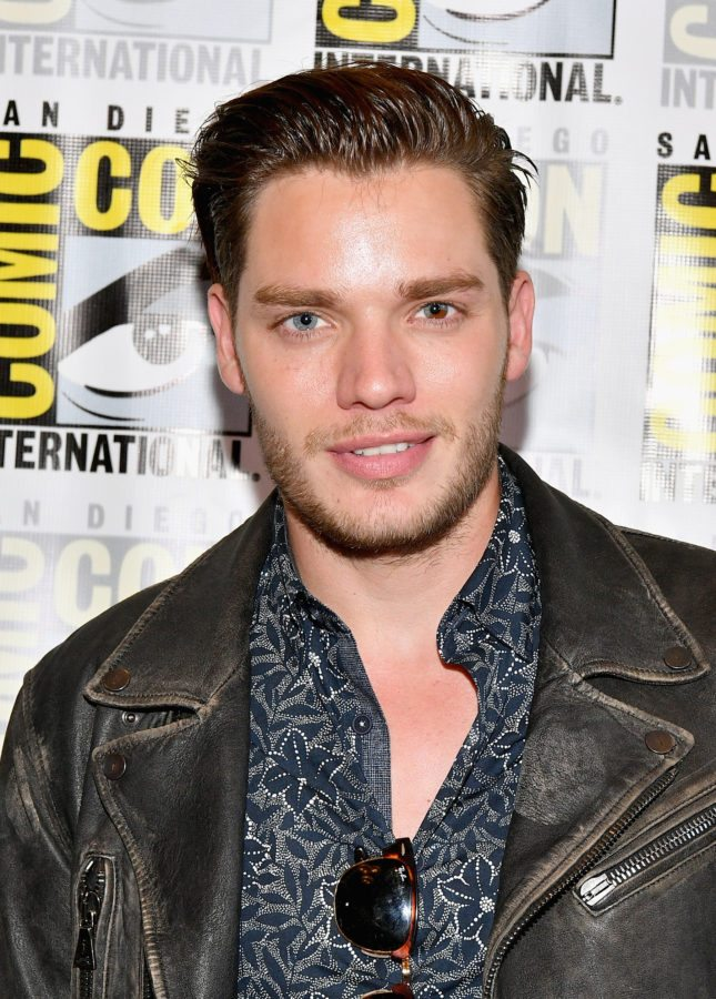 """SAN DIEGO, CA - JULY 20:  Actor Dominic Sherwood at the Freeform press line for """"Stitchers"""" and """"Shadowhunters"""" during Comic-Con International 2017 at Hilton Bayfront on July 20, 2017 in San Diego, California.  (Photo by Dia Dipasupil/Getty Images)"""