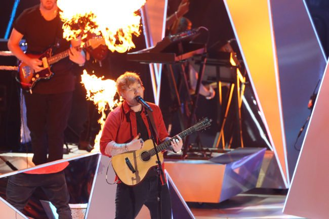 Singer Ed Sheeran performs during the MTV Video Music Awards 2017, In Inglewood, California, on August 27, 2017. / AFP PHOTO / TOMMASO BODDI        (Photo credit should read TOMMASO BODDI/AFP/Getty Images)