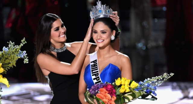 Pia Wurtzbach is crowned Miss Universe (Photo by Ethan Miller/Getty Images)