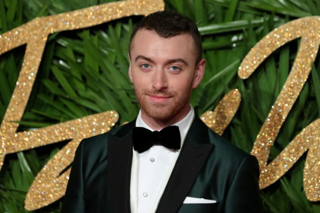 English singer-somgwriter Sam Smith poses on the red carpet upon arrival to attend the British Fashion Awards 2017 in London on December 4, 2017. / AFP PHOTO / Daniel LEAL-OLIVAS        (Photo credit should read DANIEL LEAL-OLIVAS/AFP/Getty Images)