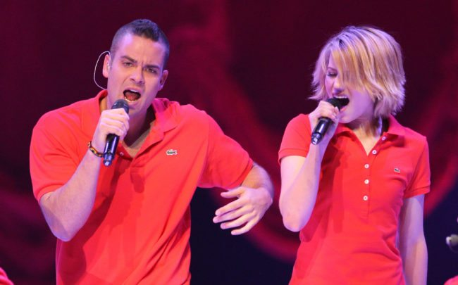 """MINNEAPOLIS, MN - JUNE1: (L-R) Mark Salling and Dianna Agron of the TV show """"Glee"""" perform during Glee Live! In Concert at Target Center on June 1, 2011 in Minneapolis, Minnesota. (Photo by Adam Bettcher/Getty Images)"""