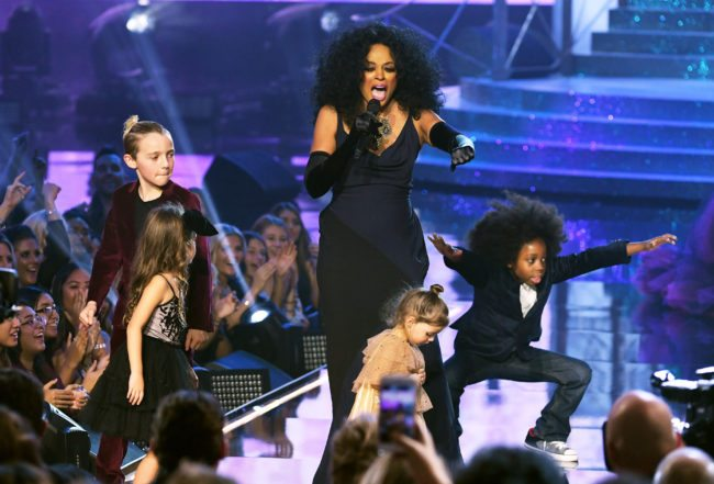 LOS ANGELES, CA - NOVEMBER 19:  Honoree Diana Ross performs onstage during the 2017 American Music Awards at Microsoft Theater on November 19, 2017 in Los Angeles, California.  (Photo by Kevin Winter/Getty Images)