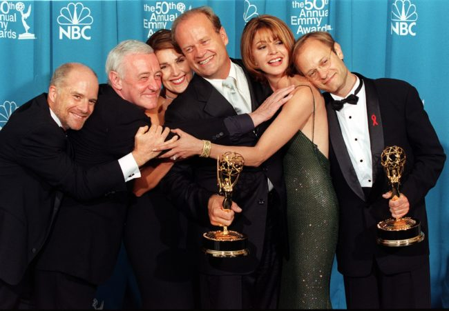 """LOS ANGELES, UNITED STATES: The cast of the television situation comedy """"Frasier"""" pose with their Emmy for Outstanding Comedy Series at the 50th Annual Primetime Emmy Awards in Los Angeles 13 September. (From L-R:) Dan Butler, John Mahoney, Peri Gilpin, Kelsey Grammer, Jane Leeves and David Hyde Pierce. AFP PHOTO Kim KULISH/mn (Photo credit should read KIM KULISH/AFP/Getty Images)"""