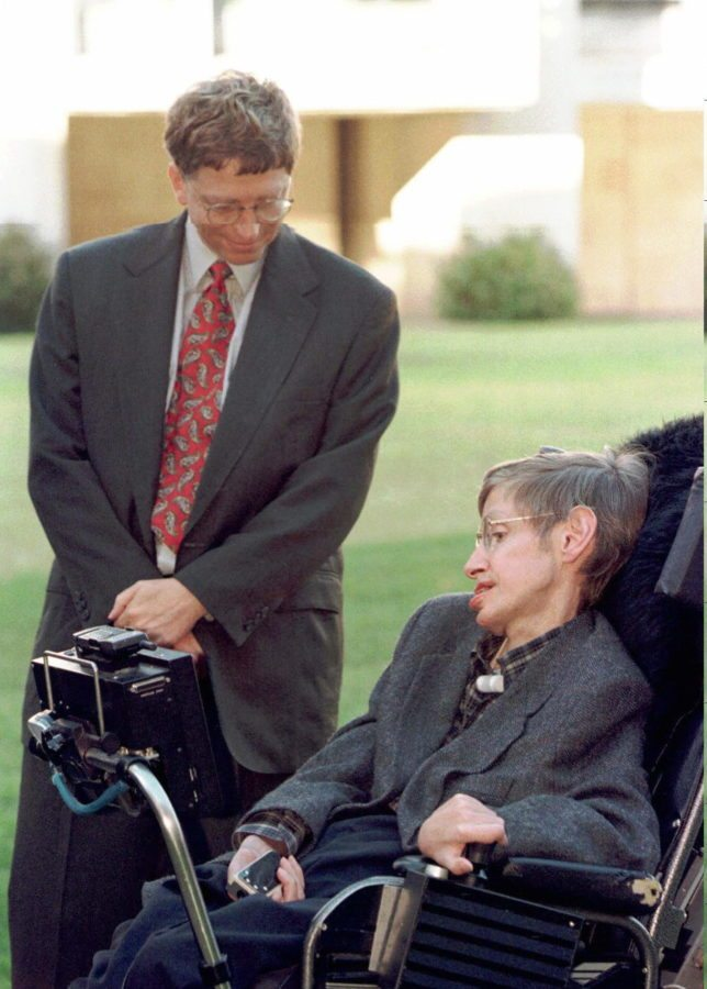 CAMBRIDGE, UNITED KINGDOM - OCTOBER 7: Microsoft President Bill Gates meets Professor Stephen Hawking on a visit to Cambridge University Tuesday October 7, 1997. Microsoft recently announced funding of 50 Million pounds (80 million dlrs US) for a research centre to be based in Cambridge and Bill Gates followed this up with a personal gift of 12 million (19.2 million dlrs US) to the University. (AP Photo/Findlay Kember/Pool) (Photo credit should read FINDLAY KEMBER/AFP/Getty Images)