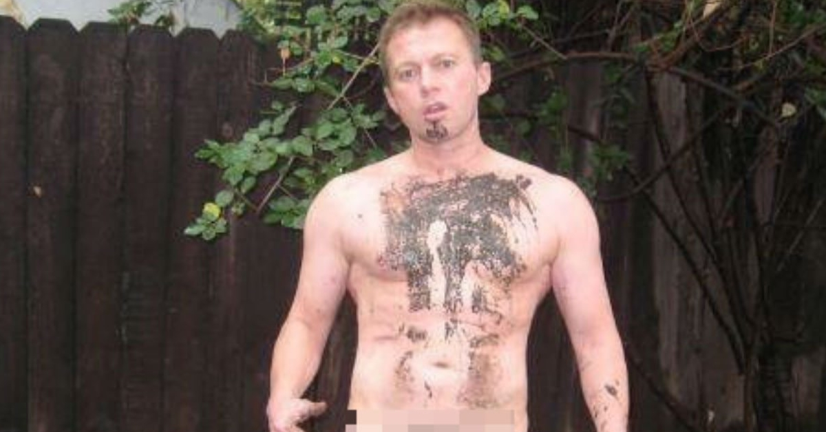 Gay candidate leaks his own nudes for transparent