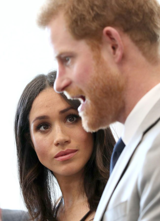 Britain's Prince Harry (R) and his fiancee, US actress Meghan Markle, attend a reception with delegates from the Commonwealth Youth Forum in central London on April 18, 2017, on the sidelines of the Commonwealth Heads of Government meeting (CHOGM). / AFP PHOTO / POOL / Yui Mok (Photo credit should read YUI MOK/AFP/Getty Images)
