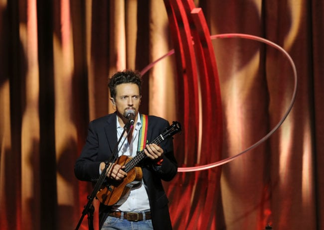 NEW YORK, NY - SEPTEMBER 21: Singer Jason Mraz performs during the 8th Annual Clinton Global Citizen Awards at Sheraton Times Square on September 21, 2014 in New York City. (Photo by Jemal Countess/Getty Images)