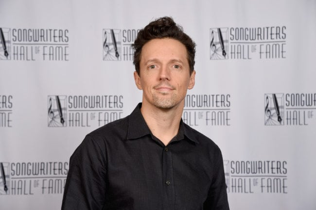 NEW YORK, NY - JUNE 14: Jason Mraz poses backstage during the Songwriters Hall of Fame 49th Annual Induction and Awards Dinner at New York Marriott Marquis Hotel on June 14, 2018 in New York City. (Photo by Gary Gershoff/Getty Images for Songwriters Hall Of Fame)
