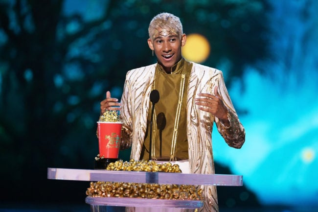 SANTA MONICA, CA - JUNE 16: Actor Keiynan Lonsdale accepts the Best Kiss award for 'Love, Simon' onstage during the 2018 MTV Movie And TV Awards at Barker Hangar on June 16, 2018 in Santa Monica, California. (Photo by Kevin Winter/Getty Images for MTV)