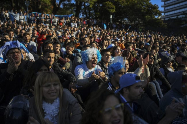 TOPSHOT - Fans of Argentina watch the FIFA World Cup Russia 2018 match between Argentina and Croatia on a large screen at San Martin square in Buenos Aires on June 21, 2018. (Photo by EITAN ABRAMOVICH / AFP)        (Photo credit should read EITAN ABRAMOVICH/AFP/Getty Images)