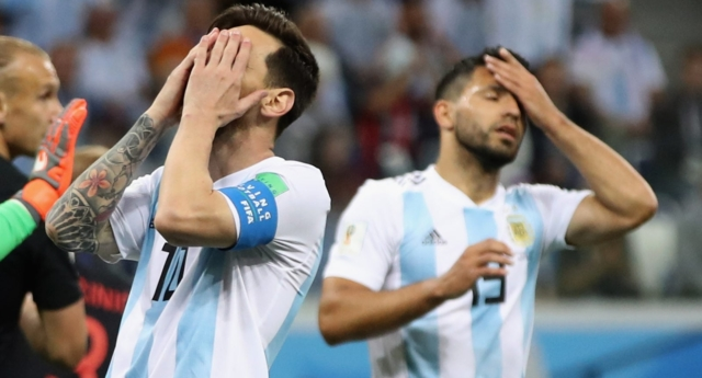 Argentina stars Lionel Messi and Sergio Aguero react in disappointment (Clive Brunskill/Getty)