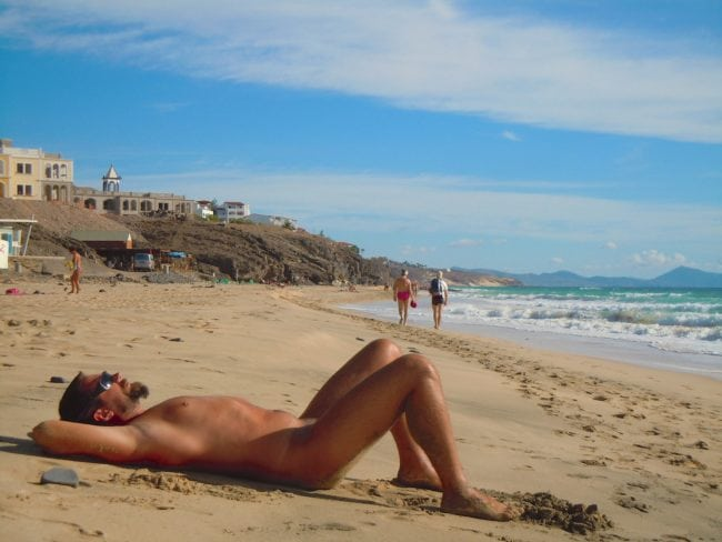 A man in a nudist beach may seek to increase its self-confidence with a penis filler.