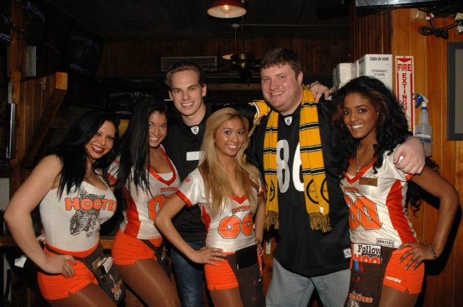 NEW YORK, NY - FEBRUARY 06:  Atmosphere at Hooters during the broadcast of Super Bowl XLV on February 6, 2011 in New York City.  (Photo by Marc Stamas/Getty Images)