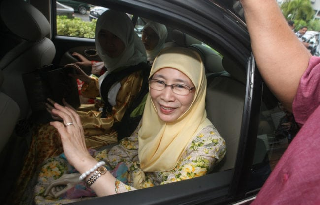 "Wife of Malaysia's opposition leader Anwar Ibrahim, Wan Azizah Wan Ismail waves as she leaves after the press conference in Shah Alam outskirt  Kuala Lumpur on June 29, 2008. Malaysia's opposition leader Anwar Ibrahim will be investigated over new allegations of sodomy, police said June 28, the same charge that saw him jailed a decade ago. Anwar's Keadilan party said that one of his aides, had been arrested and ""forced"" to make a statement saying he was sodomised by the opposition leader. AFP PHOTO (Photo credit should read AFP/AFP/Getty Images)"