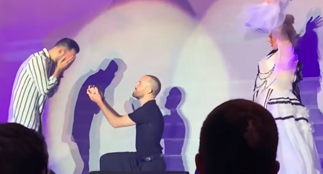 The couple got engaged at the first stop of Christina's comeback tour (Fadil Tony/youtube)