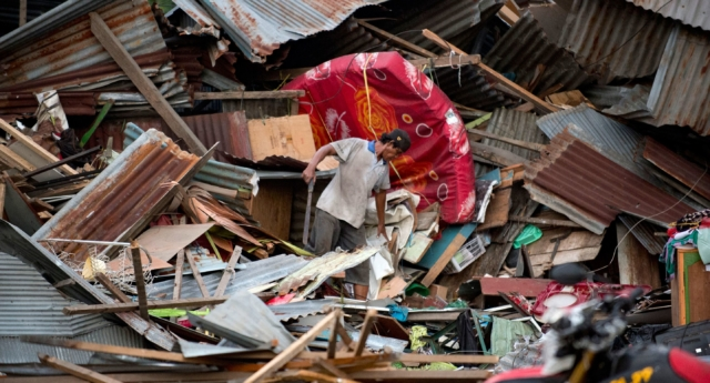 A man searches for his belongings in the destroyed city of Palu, Malaysia, after a devastating earthquake and tsunami hit the area. (BAY ISMOYO/AFP/Getty Images)