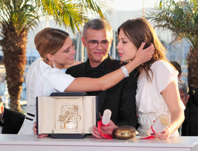CANNES, FRANCE - MAY 26: (L-R) Actress Lea Seydoux, Director Abdellatif Kechiche and Adele Exarchopoulos pose with the 'Palme d'Or' for 'La Vie D'adele' at the Palme D'Or Winners Photocall during the 66th Annual Cannes Film Festival at the Palais des Festivals on May 26, 2013 in Cannes, France. (Photo by Gareth Cattermole/Getty Images)