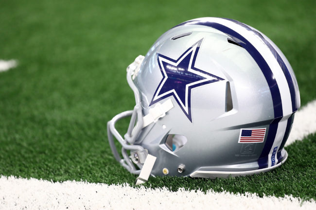 Ex-Cowboys linebacker comes out as gay, to marry on Sunday
