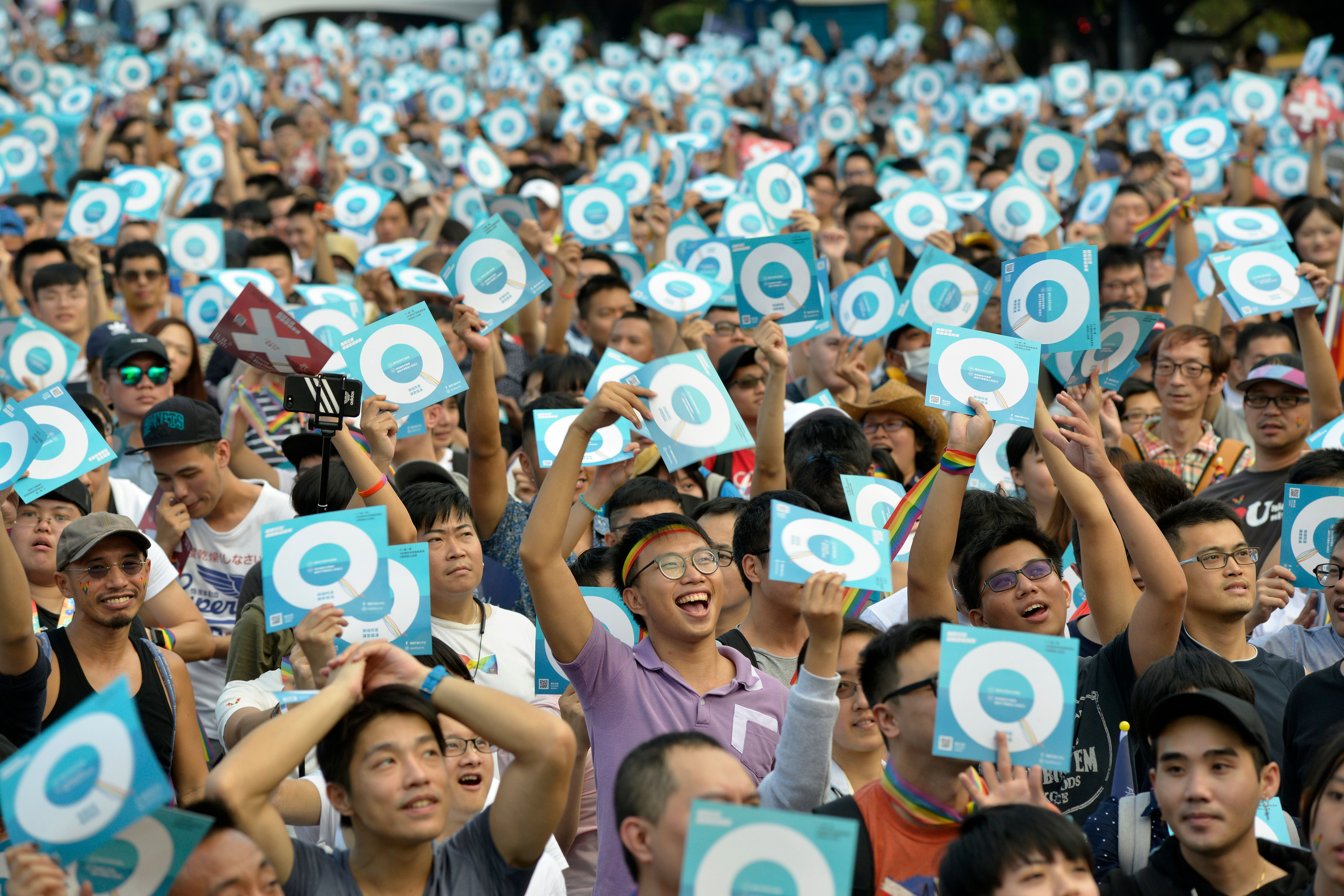 Taiwan gay marriage: 100,000 rally for LGBT rights ahead of referendum