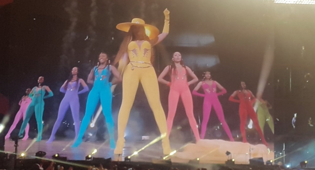 Beyoncé and her backing dancers wore the colours of the Pride flag at Global Citizen Festival in Johannesburg on Sunday December. (Chanteh/Twitter)